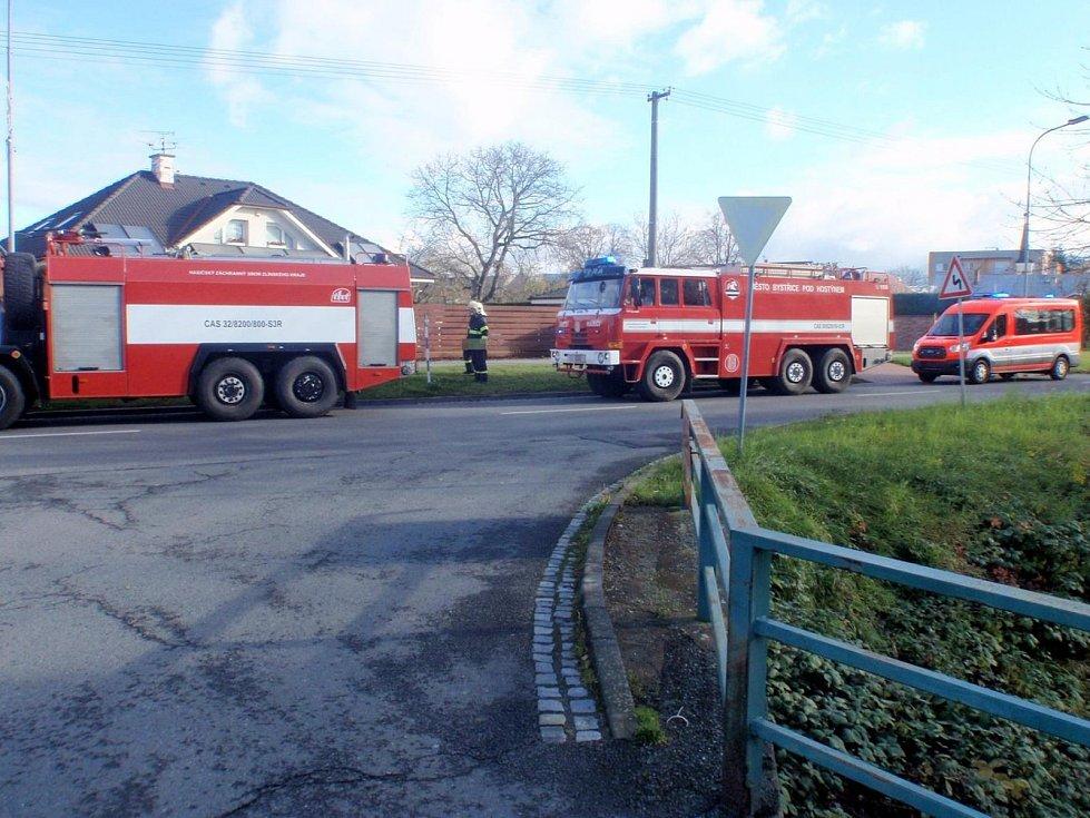 S požárem kotelny v suterénu rodinného domku museli v úterý 14. listopadu ráno bojovat hasiči v Přerovské ulici v Bystřici pod Hostýnem.