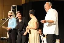 """Divadelní představení """"Proč se smějeme, aneb Pokus o rekonstrukci terezínského kabaretu"""" v Holešově. (Festival židovské kultury 2019)"""