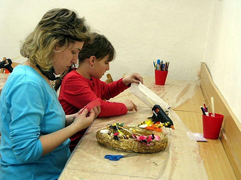 V sobotu 20. března 2010 v Muzeu Kroměřížka děti s rodiči vyráběli jarní a velikonoční věnce.