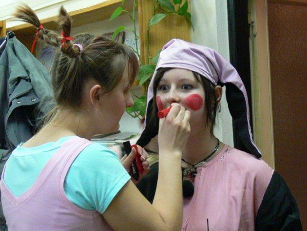 Petra Navrátilová, která ve Zdounkách bavila děti v roli klauna, se od mala pohybuje v amatérské divadelní společnosti.