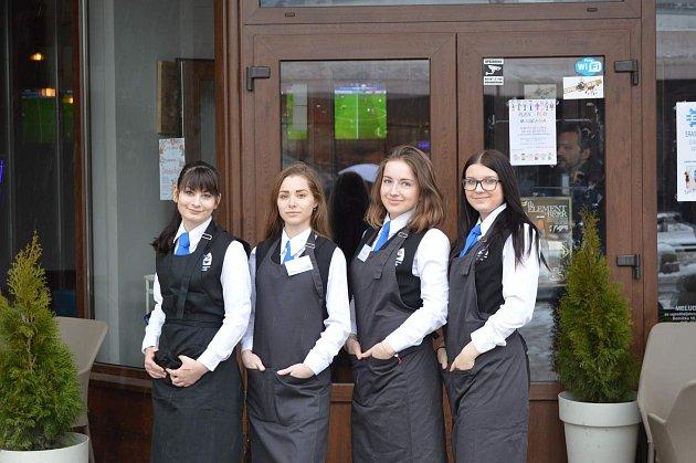 Projektového setkání s názvem Feeding Our Minds (Strava pro naši mysl) v chorvatském Daruvaru se v únoru zúčastnily studentky a pedagogové Střední školy hotelové a služeb z Kroměříže.