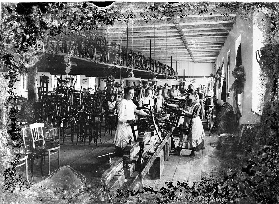 Historie továrny na ohýbaný nábytek v Bystřici pod Hostýnem.