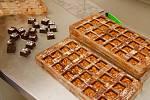 Naplněné čokoládové skořápky.