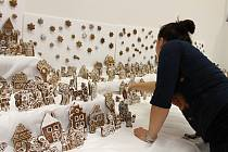 Zhruba deset metrů čtverečních zabírá největší perníkový betlém v České republice. Vystaven je ve Zdounkách, kde ho upekly místí nadšenci. Betlém má kolem 1300 postaviček a na 150 dekorací.