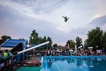 V Hulíně připravují na sobotu 29. srpna další ročník atraktivní akce KromWars, klání akrobatických lyžařů ve skocích do vody.