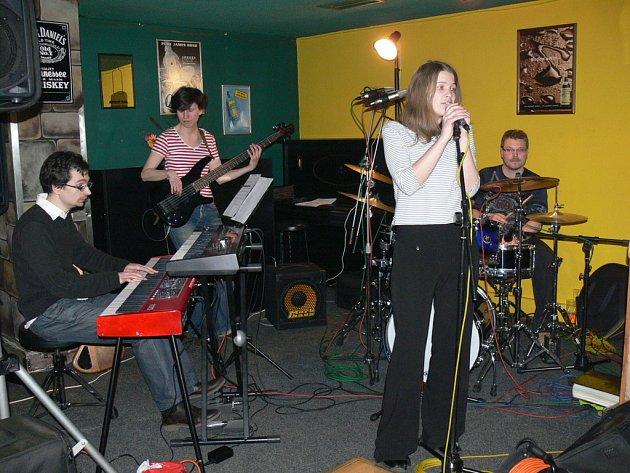 Pražská jazzová kapela Letś Do It Tonight vystoupila 6. 4. 2008 v restauraci hotelu Oskol v Kroměříži.