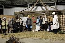 ŽIVÝ BETLÉM. O předání vánočního poselství se postaraly děti z Lutopecen i Měrůtek.