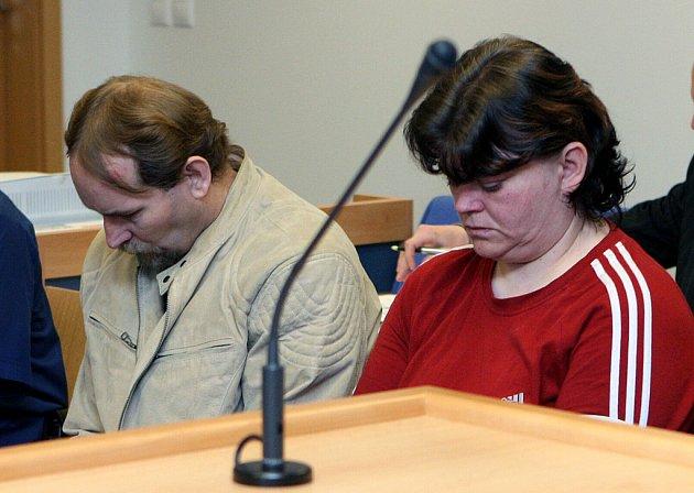Petr a Iveta Motalíkovi stanuli před zlínským soudem za vraždu.
