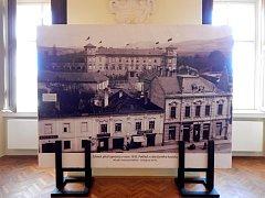 Holešovský zámek mapuje desetiletí oprav a předkládá výsledky historických průzkumů.