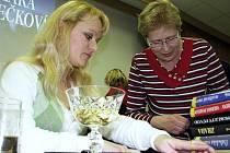 V Knihovně Kroměřížska se v úterý 2. března 2010 konal křest nové knihy Srdce v písku od regionální spisovatelky Kláry Janečkové.