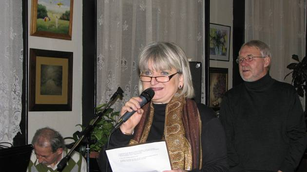 V kroměřížské kavárně Slávia jsou k vidění obrazy členů Sdružení přátel výtvarného umění Kroměřížska. Akce nese název Malá jubilejní.