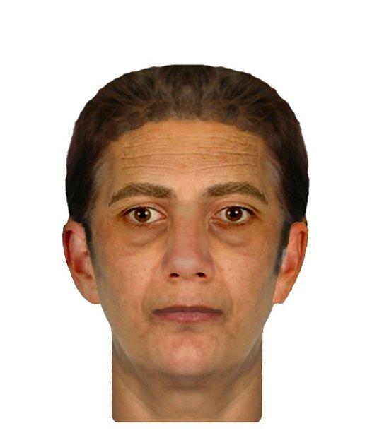 Osmdesátiletou ženu z Holešova v úterý 5. prosince po poledni okradly zlodějky, kriminalisté nyní pátrají po třech ženách snědé pleti. K jedné z nich se podařilo vytvořit i identikit, zavolat mohou lidé na číslo 725 074 416 nebo bezplatnou linku 158.