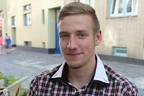 Přestože při záchraně hořícího muže u benzinové pumpy si Radim Voňka vedl na výbornou, pokračovat nebude jako medik, ale jako strojař.