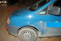 Padající strom poškodil v pátek 13.11. u Morkovic osobní auto značky Volkswagen Caddy, v němž jel čtyřiadvacetiletý řidič ve směru od obce Skavsko.