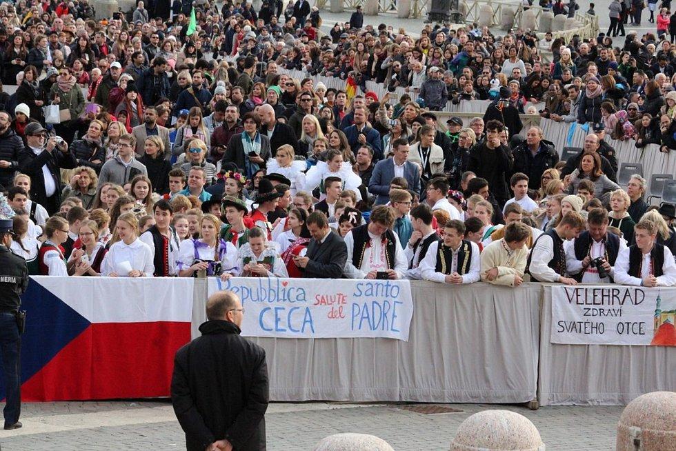 Téměř stovka studentů kroměřížského Arcibiskupského gymnázia se v polovině listopadu vydala do Říma: jejich posláním byla oficiální žádost o to, aby se příští Světové dny mládeže konaly v České republice.