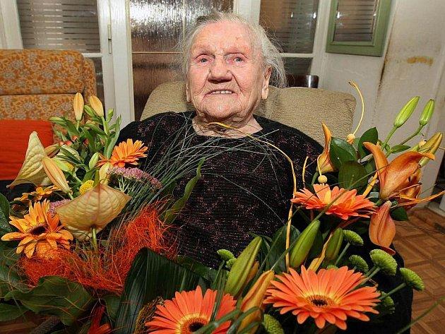 Úctyhodné sto sedmé narozeniny oslaví v neděli nejstarší obyvatelka Zlínského kraje, Marie Smejkalová z Kroměříže.