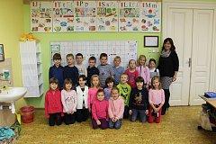 Snímky dětí z letošní první třídy Základní školy v Břestu s třídní učitelkou Mgr. Věrou Lejsalovou vyšly v rámci projektu Naši prvňáci v Kroměřížském deníku ve středu 29. listopadu.