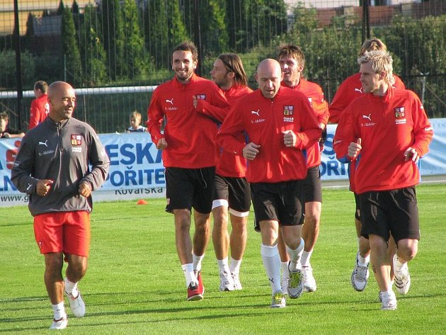 Čeští fotbaloví reprezentanti absolvovali v neděli 6. září 2009 na hřišti Hanácké Slavie Kroměříž otevřený trénink pro veřejnost. Příprava na další kvalifikační duel, které Češi sehrají ve středu v Uherském Hradišti proti San Marinu, přilákala stovky lidí
