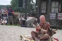Na ranči v Kostelanech oslavili v sobotu 11. července 2009 Den nezávislosti. Předvedli se indiáni, kovbojové, přijeli i majitelé amerických vozů či motorkáři