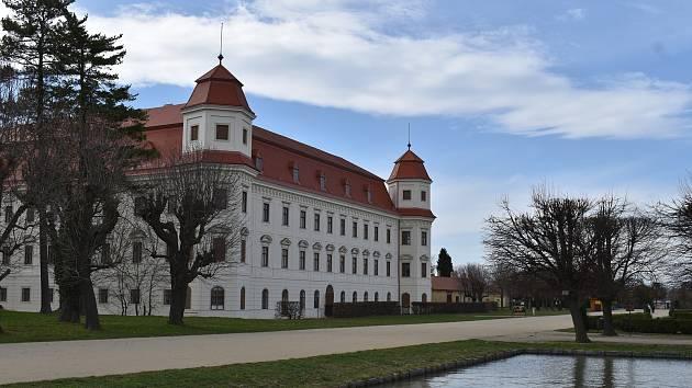 Zámecká zahrada, Holešov. Duben 2021.