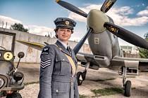 """INSPIRACE V ČERNOBÍLÝCH FOTOGRAFIÍCH. """"Když jsem hledal inspiraci, tak jediné, co jsem našel byly originální fotografie z druhé světové války, kdy se piloti prostě postavili před letadla a vznikla nějaká momentka z jejich starého foťáku."""