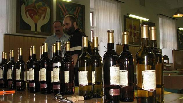 V budově Arcibiskupského gymnázia v Kroměříži se koštovalo mladé víno.