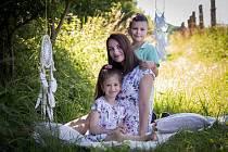Adélka Petříková s rodinou.