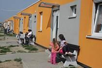Třetím rokem bydlí romové v Holešově v nových bytových buňkách na ulici Bořenovská