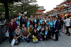 Holešovský sbor Moravské děti se na začátku listopadu vrátil z týdenního turné po Japonsku. Nejedná se však o jejich první návštěvu Asie: už před sedmi lety se zúčastnili olympiády sborů v Číně, odkud dokonce přivezli zlatou a stříbrnou medaili.