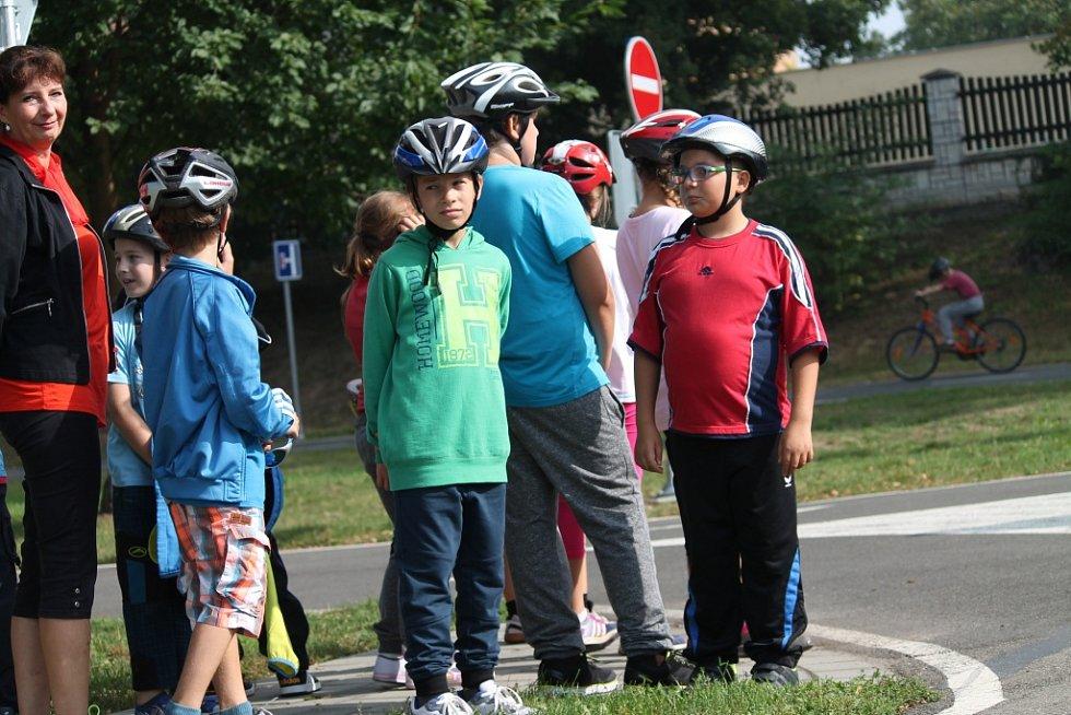 Dopravní hřiště v Kroměříži i letos zahájilo výuku žáků čtvrtých tříd. Děti absolvují kurzy a pak si budou moci udělat třeba průkaz cyklisty.