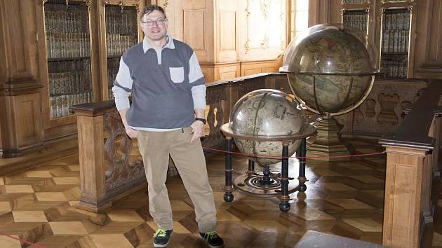 Knihovník zámecké knihovny Arcibiskupského zámku v Kroměříži Cyril Měsíc.