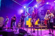 První ročník nového hudebního festivalu Kácení máje hostilo poslední květnový víkend kroměřížské výstaviště Floria: vystoupil na něm mio jiné slovenský zpěvák Vašo Patejdl nebo kapela Divokej Bill.