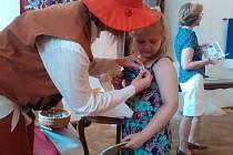 Také v Holešově v půli června slavnostně pasovali tamní prvňáčky na čtenáře.