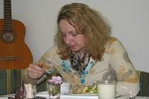 V kroměřížské restauraci se zdravou výživou si kuřáci zápalit nesmí. Tamní pracovnice si stojí za tím: Když už zdravě jíst, tak tedy ani nekouřit.