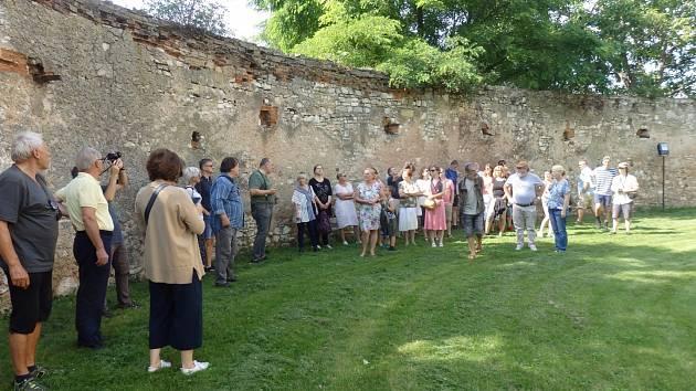 Poslední akce Festivalu židovské kultury - prohlídka hradu v Kurovicích.
