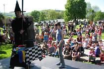 Druhý květnový státní svátek přijely do roštínského areálu Kamínka strávit stovky rodičů s dětmi.