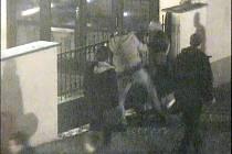 Surová rvačka jako vystřižená z akčního filmu se přímo na Nový rok po páté hodině ráno odehrála před kroměřížskou diskotékou Slady.