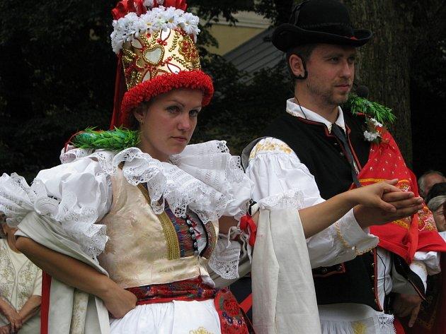 Při příležitosti pouťi uspořádali v Kvasicích i hanáckou svatbu. Tu předvedly soubory z Němčic na Hané, Mysločovic a Sazovic.