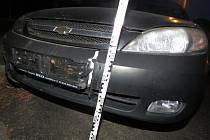 Na křižovatce ulic Velehradská a Svatopluka Čecha v Kroměříži boural v sobotu 10.12. brzy ráno jednačtyřicetiletý muž. Vyšlo pak najevo, že do svého auta značky Chevrolet usedl opilý, navíc vůz neměl STK.