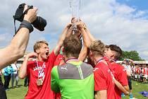 Celorepublikové finále sportovní ligy ZŠ v minifotbale vyvrcholilo v pátek odpoledne v Kroměříži: vítězi se nakonec stali chlapci z Plzně a dívky z Prahy-Edenu.
