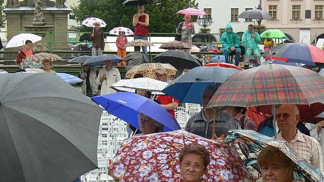 Letošní dožínky v Kroměříži museli organizátoři přesunout pod střechu