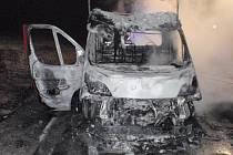 Požár dodávky Fiat Ducato pomáhali uplynulou sobotu 19. září kolegům z Olomouckého kraje likvidovat hasiči z Kroměříži na dálnici D1 ve směru na Brno.