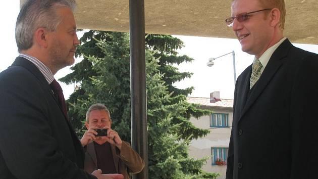 Hejtmana Libora Lukáše přivítal starosta Zdounek Martin Drkula.