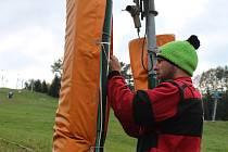 Přestože je zima ještě v nedohlednu, v lyžařských areálech se už pilně připravují na blížící se sezónu. Jinak tomu není ani na uherskohradišťské Stupavě.