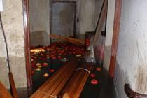 Voda z prasklého potrubí zatopila v Morkovicích sklep