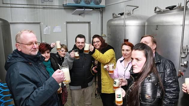 Finalisté unikátní reality show Kroměřížsko hubne se tentokrát vypravili na exkurzi do kroměřížského minipivovaru Maxmilián