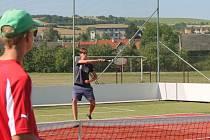 V Kvasicích otevřeli ve středu dopoledne slavnostně nové víceúčelové hřiště, které nechali vystavět za tamní základní školou. Na hřiště přispěla Nadace ČEZ.