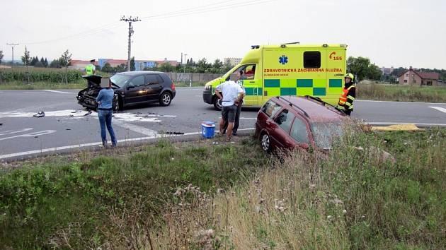 Dvě osobní auta se v úterý 9. srpna srazila na obchvatu Holešova: příčiny nehody šetří policie.