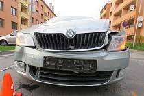 Nedání přednosti v jízdě bylo příčinou nehody dvou osobních aut, kterou řešili policisté ve čtvrtek 14.4. na křižovatce v Kroměříži: lehce se při ní zranila jedna ze spolujezdkyň.