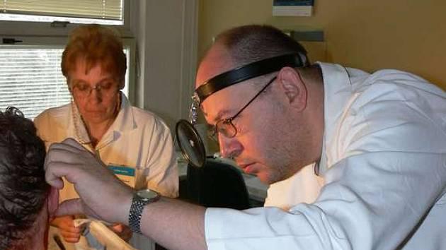 Lékař Ivan Pár začínal jako sekundář na ORL klinice Fakultní nemocnice u sv. Anny v Brně. V nemocnici v Kroměříži pracuje už sedm let.